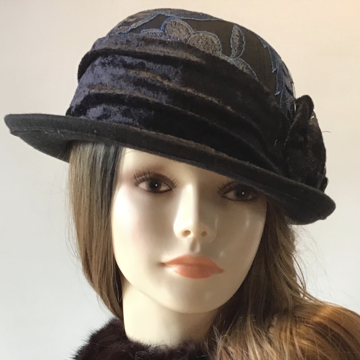 Black Small Roller Wool Hat