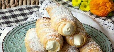 Puff pastry 'cannolo' w/ orange cream