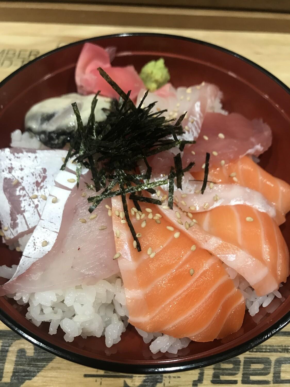 Mixied Sashimi Don