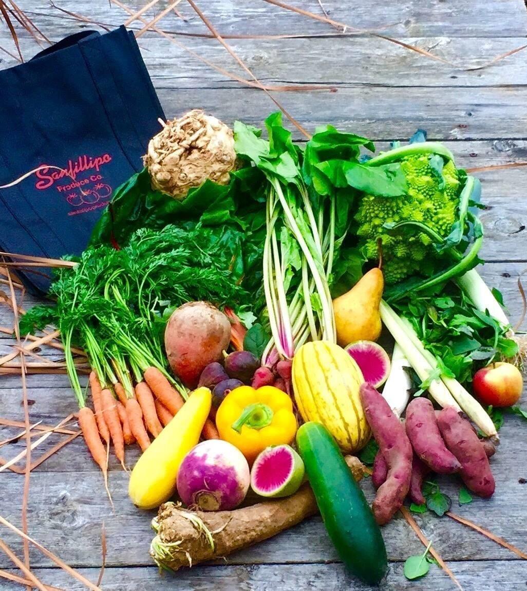 LARGE VEGETABLE BOX/ ~20 lbs (veggies only)