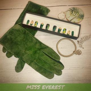 Miss Everest press on nails set