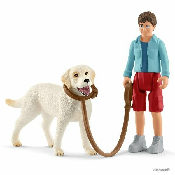 Schleich: Farm World - Walking With Labrador Retriever