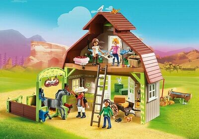 Playmobil: Barn with Lucky, Pru and Abigail