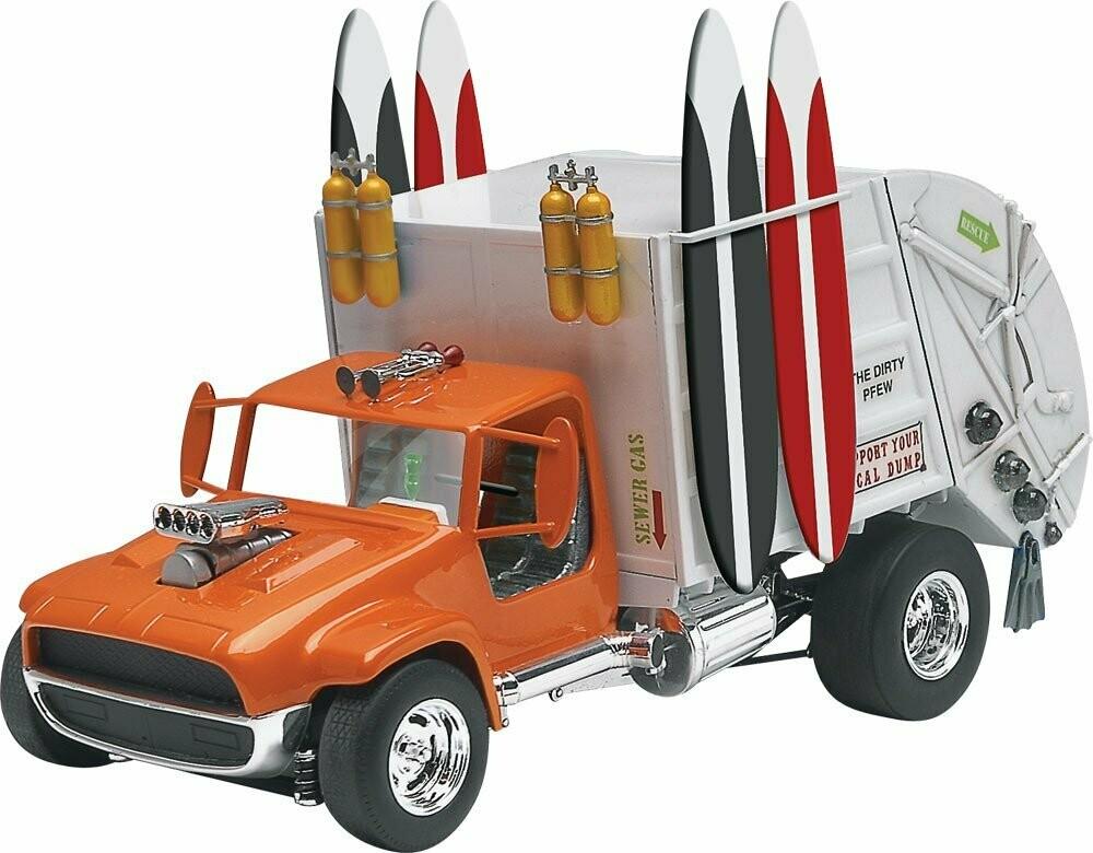 Monogram Garbage Truck (1/24)