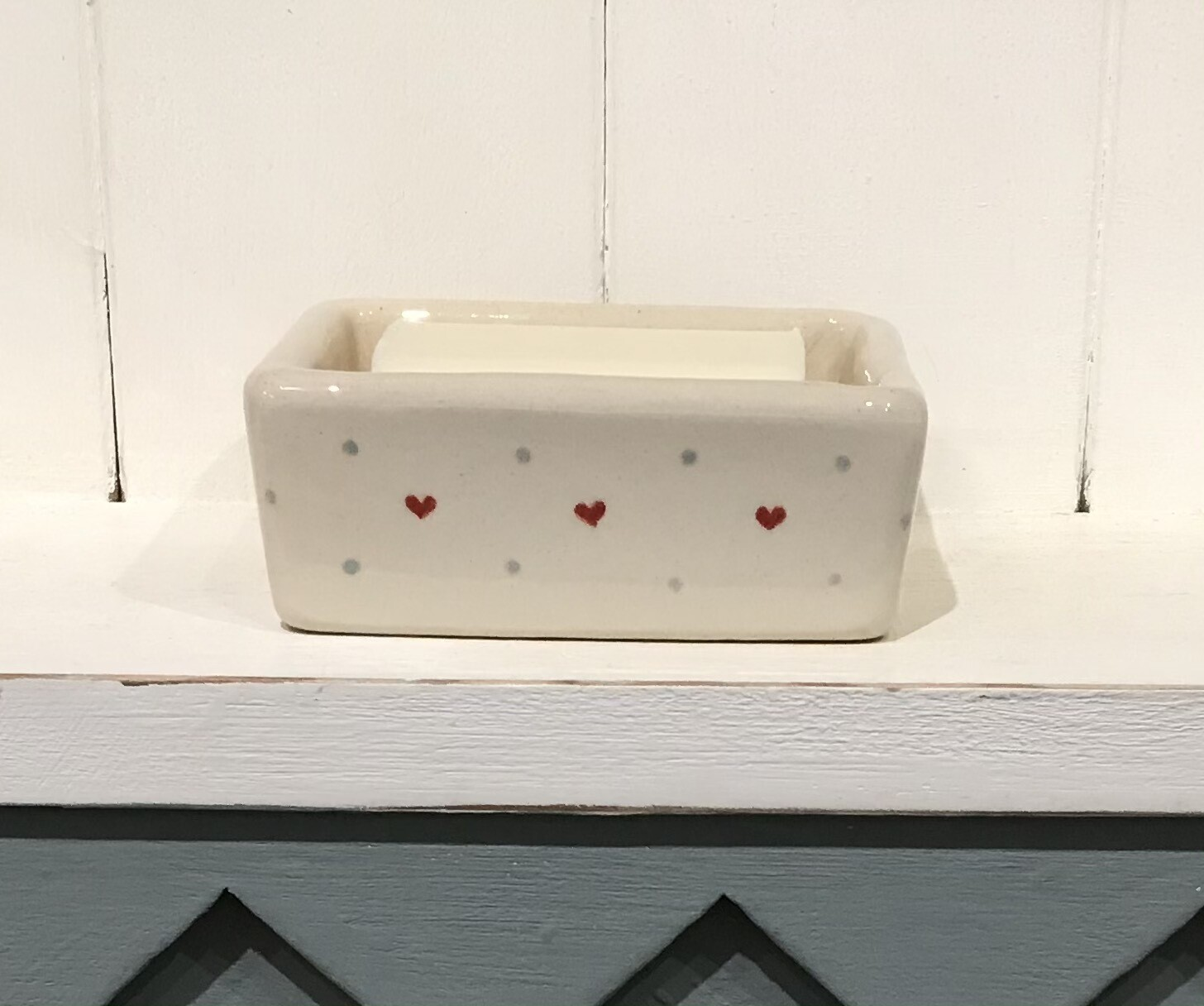 Jane Hogben Soap Dish - Hearts and Spots on Cream