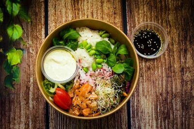Poke värske marineeritud lõhe ja punase riisiga