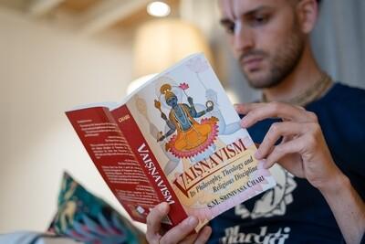 Vaisnavism. Its philosophy, Theology and Religious Discipline. S.M.Srinivasa Chari