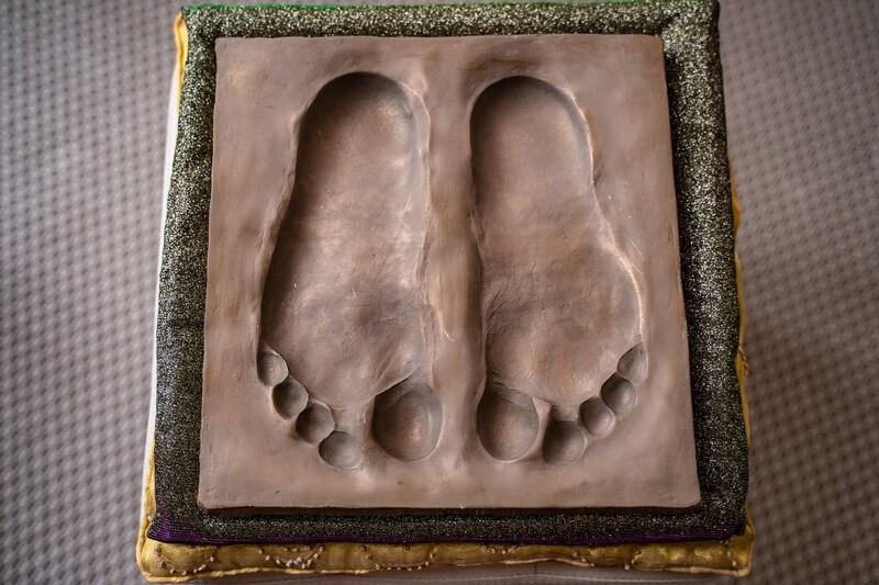 Feet imprint 'Paramahamsa Vishwananda'