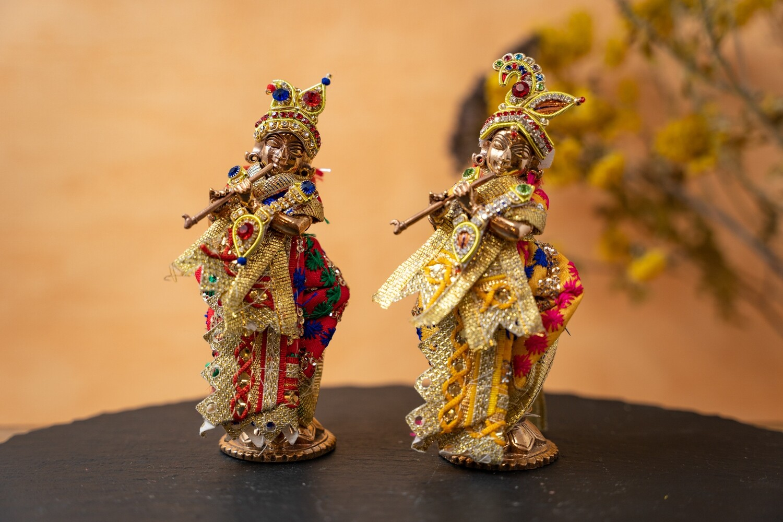 Simple Deity Clothing for Giridhari