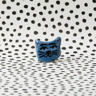 Pin gato azul
