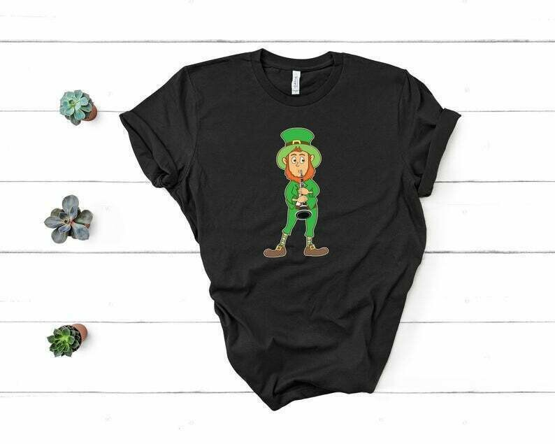 St Patrick's Day Leprechaun Playing The Clarinet Shirt For Men And Women