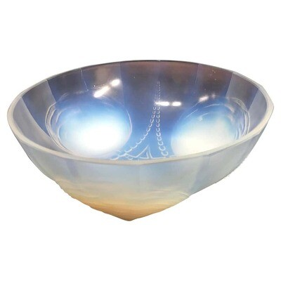 Opalescent Art Deco French Crystal Bowl, circa 1930