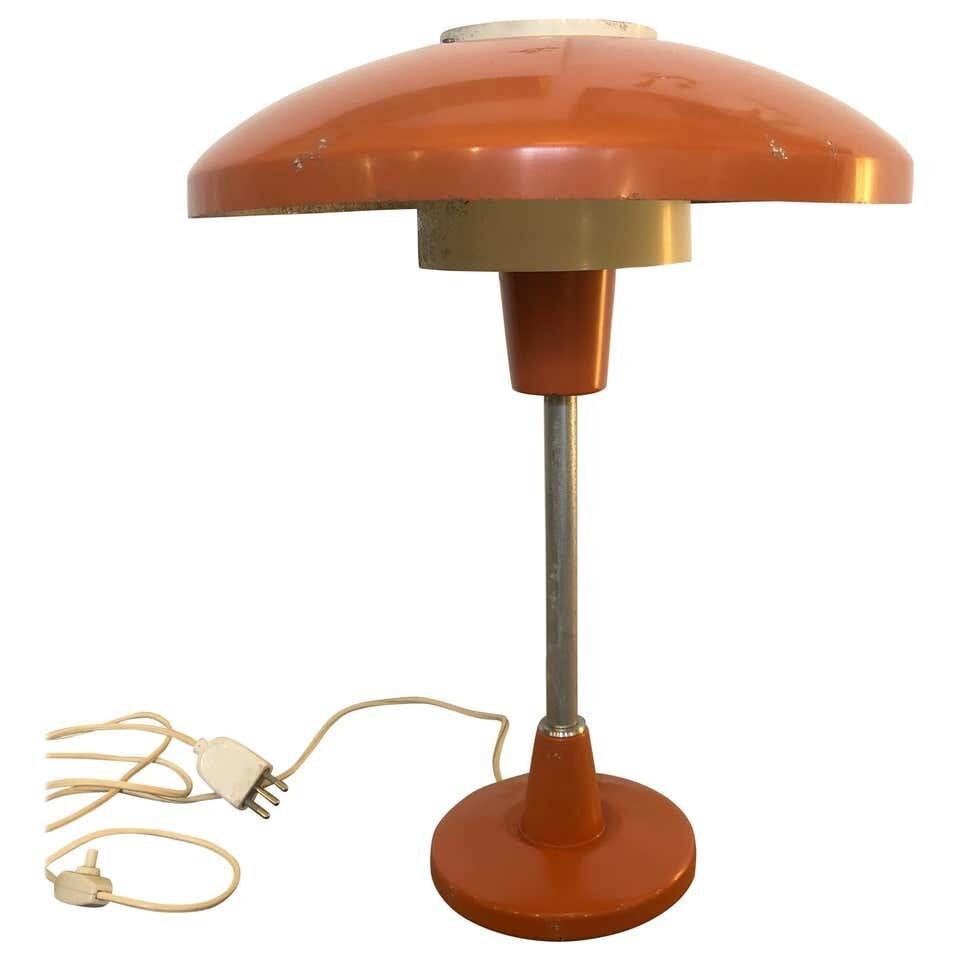 Stilnovo Mod. 8022 Mid-Century Modern Orange and White Table Lamp, circa 1960