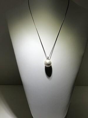 Perla naturale fresh water catena a contromaglia in argento con bagno in oro bianco e zirconi naturali