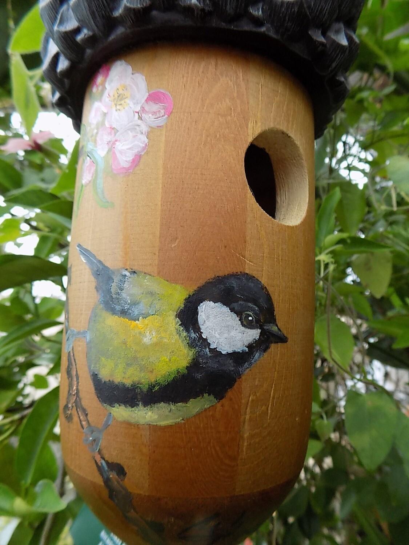 Bemalte Vogelhäuschen