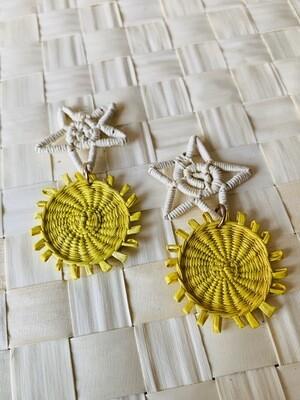 Coquette's Armoire aretes dobles estrellas colgantes tejidos a mano en fibra de junco