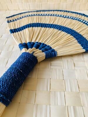 Coquette's Armoire abanico color azul mar tejidos a mano en fibra de junco