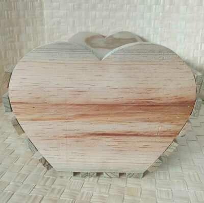 Rustic Patio Caja Corazón De Madera De Pino Curado En Forma De Corazón A Los Lados
