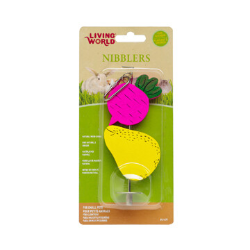 LIVING WORLD NIBBLERS WOOD CHEW - BEET & PEAR ON STICK