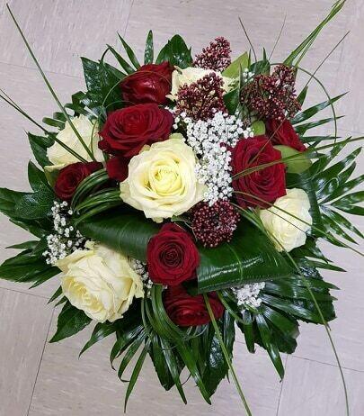 Bouquet roses  rouges et blanches