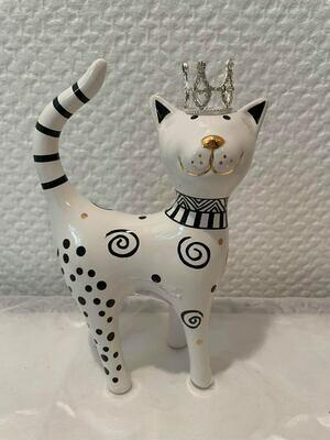 Chat noir et blanc avec couronne