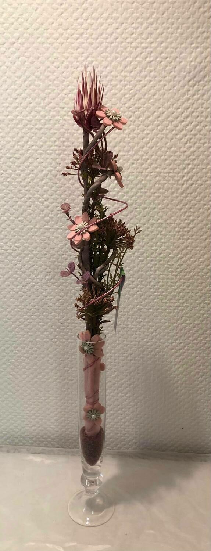 Composition sec et soie, rosé, vase fin
