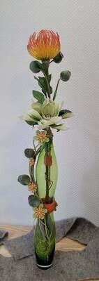 Composition sec et soie dans un vase en hauteur