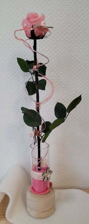 Rose éternelle rose en hauteur, petit modèle