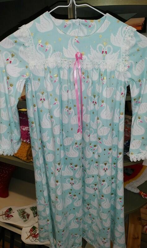 Childs sz. 6 Flannel Nightgown