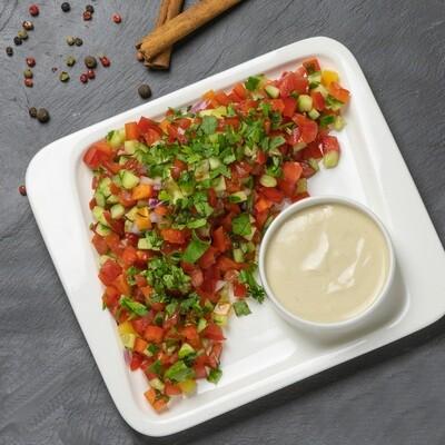 Салат овощной по-израильски с соусом из тхины 250/20 гр.