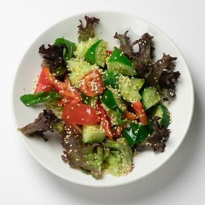 Салат летний с кунжутным маслом 200 гр.