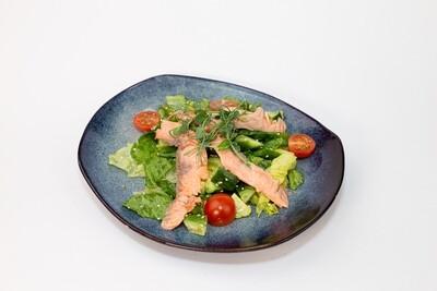 Салат с лососем и авокадо 200 гр.