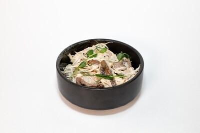 Куриный салат с корнем фенхеля и яблоком 200 гр.