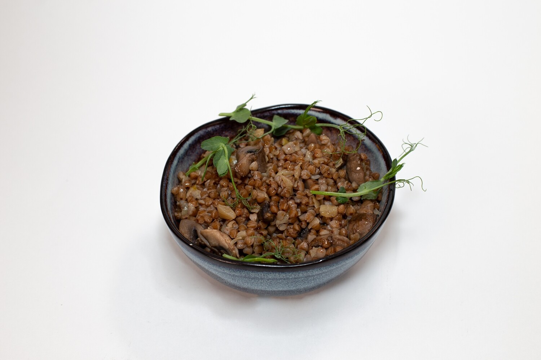 Гречка с луком и грибами 200 гр.
