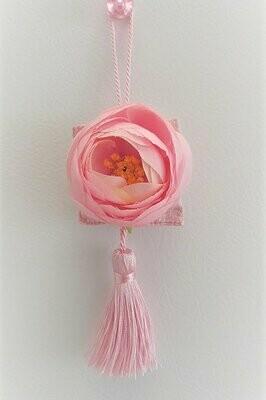Accroche-cœur en soie rose