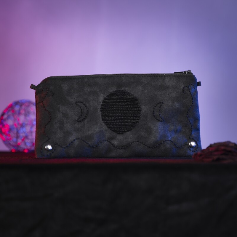 Small hand-embroidered pouch 'lunaris'