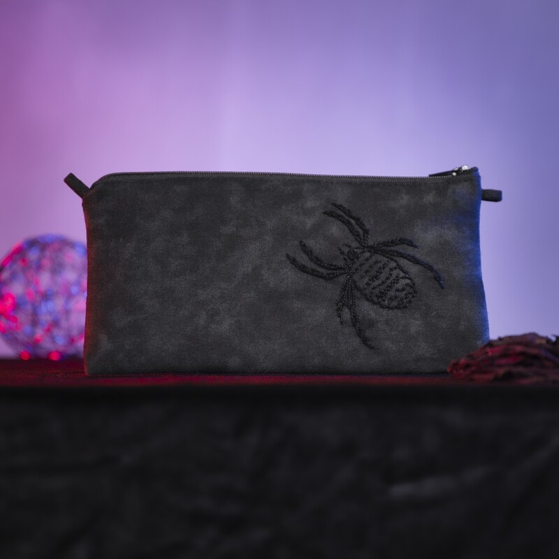 Small hand-embroidered pouch 'aranea'