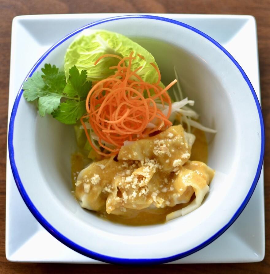 4 Dumplings (raviolis) sauce aux arachides