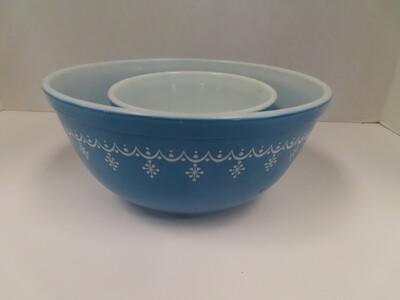 Pyrex Snowflake Nesting Bowls