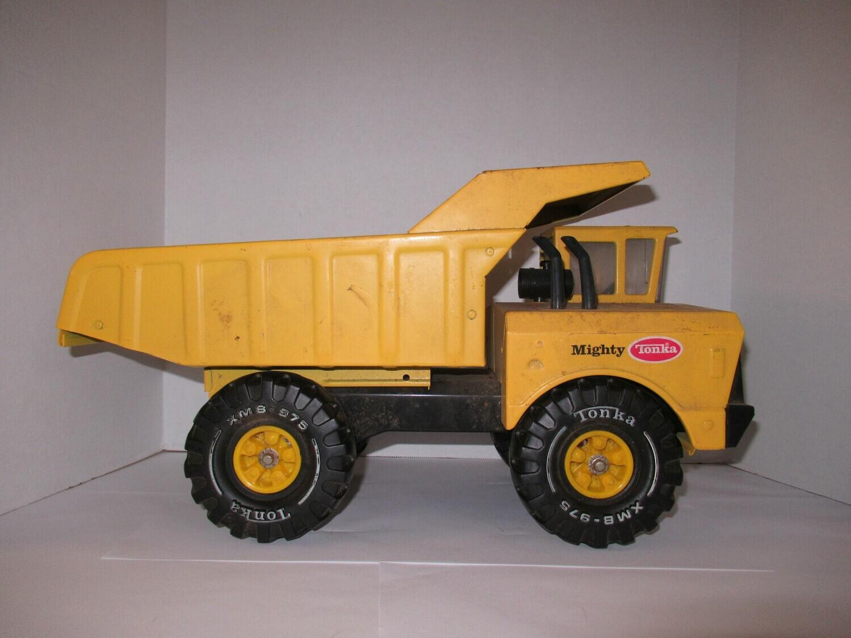 Vintage Mighty Tonka Truck XMB-975