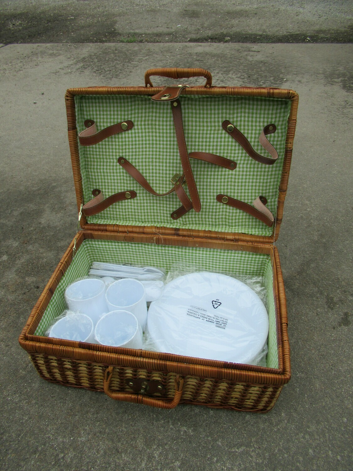 Picnic Basket for Four Person