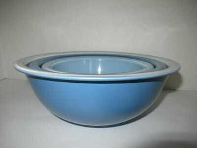 Vintage Blue Pyrex Nesting Bowls