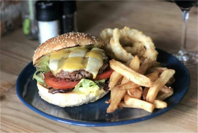 CLASSIC CHEESE BURGER (Beef / Chicken / Vegetarian) Special