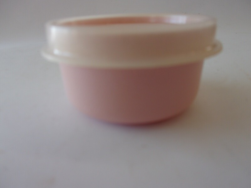 New Vintage Tupperware Smidger, Pale Pink with Llid