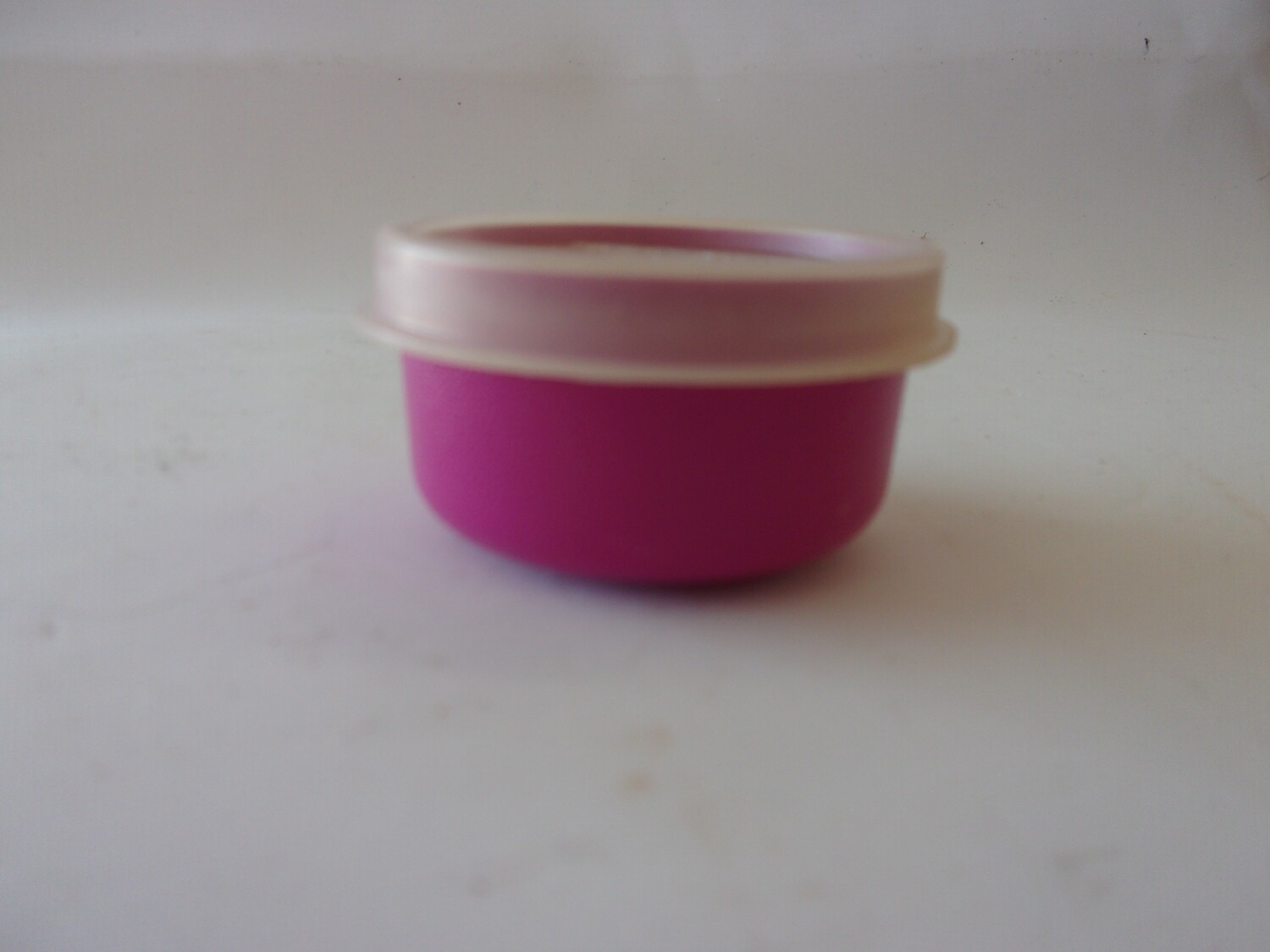 New Vintage Tupperware Smidget,, Fuchsia with Lid