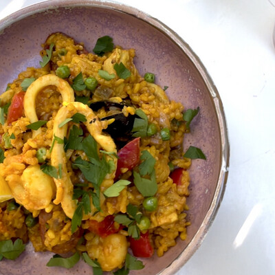 Paella w Tiger Prawns, Calamari, Mussels & Chicken & Chorizo (Serves 3-4)