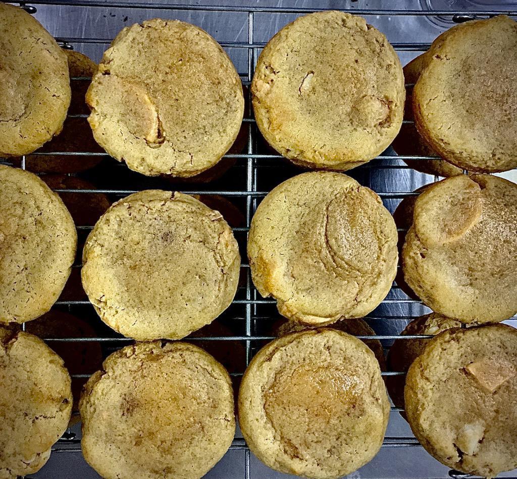 White Chocolate Macadamia 12 pcs (Ready-to-bake)