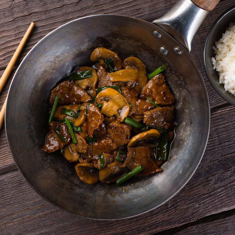 Говядина по-монгольски с грибами
