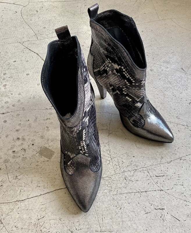 by LC studio  Crilu' Boots Grey