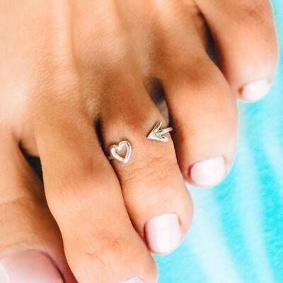 Pura Vida Heart and Arrow Toe Ring